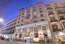 Hotel Serhs Rivoli Rambla **** / El Hotel Rivoli Ramblas, situado en pleno centro de Barcelona, le ofrece sus instalaciones que combinan el encanto del Art Decó con un diseño de vanguardia, unidos para conseguir un estilo personal con la máxima funcionalidad.