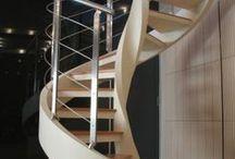 Scale elicoidali / Le scale elicoidali, grazie alla loro forma ad elica, arredano lo spazio con sinuosità, eleganza e leggerezza. Caratterizzate dall'assenza del palo centrale, le scale elicoidali facilitano la percorribilità della scala e lasciano ampio spazio per il passaggio all'altezza delle mani e delle spalle, favorendo così il transito di oggetti anche ingombranti, anche nelle scale con diametri ridotti.