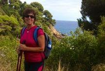 Vandringsresor / Vandra på Costa Brava och bedåras av fantastiska vyer över bergsmassiv, blommande dalar och pittoreska byar, känn dofter av blommande fält, kryddrika örter och salta havsvindar. Njut av det sköna klimatet under tidig vår eller sen höst och frossa i det spanska kökets alla läckerheter. Lloret de Mar, Blanes, Barcelona, Palamos, La Fosca, GR 92 (Via Verde) Calella de Palafrugell, Girona, La Garroxta.