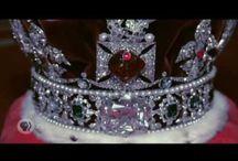 """"""" Las Joyas de La Corona """"./ """" The crown jewels """" / Con dignidad y de acuerdo con su realeza. / by Raquel Inés López"""