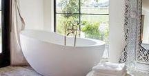 Vrijstaande baden / Vrijstaande baden zijn stijlvol en geven uw badkamer een ruimtelijk effect.