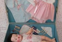Dockor och tillbehör/Dolls and accessories / Allt som tillhör en docka, vagnar, kläder, skor, sängar mm / by Mahill