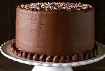 Birthday Cake Baking / Includes cake designs, cake base recipes, frosting recipes, and cake-related tips