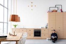 KJØKKEN - Studio Drømmekjøkkenet / Studio Drømmekjøkkenet er et langsiktig designsamarbeid med arkitekten Jonas Lindvall. Sammen utvikler vi nye, formsterke kjøkken med innovativ design og nye materialer. Her finner du vårt prisbelønte kjøkken K2 samt moderne klassikere som Magnum og Zenus.