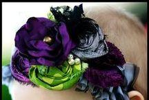 Laços,flores e acessórios / by Adriana