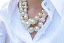 Biała bluzka=little white blouse / Kocham białe bluzki Koszule  dla kobiet w każdym wieku i w dowolnym zestawieniu Każda z kobiet inaczej nosi swoją bluzkę