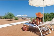 Baia Porto Ulisse • Spiaggia attrezzata • Ispica (Ragusa) Sicilia / Baia Porto Ulisse •Lido con chalet sulla costa della Sicilia sud orientale fra Pozzallo e Marzamemi, relax fra la campagna e il mare in mezzo al verde e alla natura del Mediterraneo.