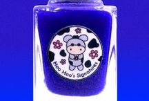 Once In A Blue Moo-n / A vibrant blurple crelly leans more to blue with green and color-shifting purple to green tiny flakies. It dries to matte finish without topcoat. This polish has scent of sulphur from one of the pigment used.