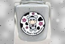 Molly Moo / A grey holo with sterling silver flakies, gunmetal flakies, silver ultra holo glitters and subtle pink flakies. Inspired and named after Moo Moo Molly who is now residing with owner, Maria Metzger in Denmark with her twin moo, Sparkly