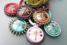 Beading - Buttons / www.etsy.com/shop/BeadsOfBohemia - COLLECTION OF BEADED BUTTON Designs, Patterns, Instructions, Inspiration. - pins marked * are FREE patterns or instructions, - pins marked *P are patterns or instructions to buy