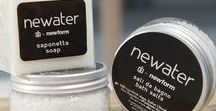 "NEWATER | Amenities collection / La brand extension Newater dedica alla cura del corpo le sue fragranze e i suoi tessili: dalle lozioni corpo vegetali ai benefici dei sali da bagno, dalle profumazioni intense e decise nel packaging nero alle più delicate e rilassanti nel packaging bianco. // Newater ""brand extension"" proposes fragrances and textiles for the body care: from the vegetal body lotions to the healthy bath salts, from the intense perfumes of the black box to the gentle and relaxing ones of the white box."