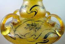 Carl Goldberg : Czech glass / V r. 1891 otevřel v Arnultovicích (Arnsdorf) u Nového Boru (Haida) Carl Goldberg dílnu na dekoraci a zušlechťování skla . Konečné výrobky ,které vyvážel do světa , pak mnohdy mají dvojí značení - dekoratera i výrobce skleněného polotovaru - např. Loetz