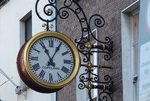 street  clocks . town cloks / Spěchám a nechci spěch ani zpoždění , už nechci v jednom kuse běhat klusem životem jak závodník........ Spěchám .......