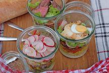 Salat Rezepte & Dressings / Du suchst ein gesundes, schnelles buntes, leichtes und leckeres Salatrezept.  Ob Beilagesalat, Sommersalat, Grillbeilage etc. Hier findest du Salatrezepte für jede Saison und Dressing-Ideen aller Art.