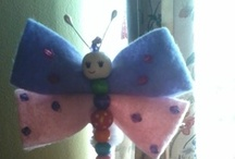 Lápiz con Pañolenci y mostacillas / Un entretenido Lapiz hecho con pañolenci  y una mariposa hecha con diferentes colores de mostacillas,facil de hacer y bonito para las niñas,