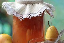 Recettes : En pot et en boite / Tout ce qui peut être conservé, en pots ou en boites, confitures, gelées, sauce tomate, légumes au vinaigre, coulis, ghee, etc.... / by MartineL