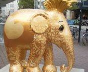 Elephant Parade 2013 Trier / Dieses Jahr findet in Trier und Luxembourg noch die Elephant Parade statt. Sie trampeln und tröten noch bis zum 19.10. durch die beiden Städte. Jede Stadt hat andere Elefanten. In Trier sind es 40, in Luxembourg sind es 54 Stück. Man kann die Elefanten ersteigern und Nachbildungen in verschiedenen Größen kaufen. Der Erlös geht an die Erhaltung der asiatischen Elefanten, die vom Ausssterben bedroht sind.  Ich habe die 40 Elefanten aus Trier gesucht, gefunden und fotografiert. :)