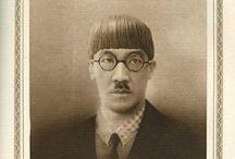 (Jp-MTS)藤田 嗣治 Tuguharu Fujita (1886年-1968年)明治16年昭和48年 / 藤田 嗣治(ふじた つぐはる、1886年11月27日 - 1968年1月29日)は日本生まれの画家・彫刻家。戦前よりフランスのパリで活動、猫と女を得意な画題とし、日本画の技法を油彩画に取り入れつつ、独自の「乳白色の肌」とよばれた裸婦像などは西洋画壇の絶賛 を浴びた。