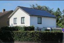 Zonnepanelen voor particulieren / In eigen beheer elektriciteit opwekken met zonnepanelen heeft vele voordelen voor particulieren. De zonne-energie die u zelf opwekt met de zonnepanelen hoeft u niet in te kopen. Hoe meer de stroomprijs gaat stijgen in de toekomst, hoe groter uw voordeel is. Daarnaast zijn zonnepanelen een vorm van duurzame energie, welke geen uitstoot van CO2 oplevert.