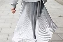 Pleated Skirt Style / Pleated Skirt Style, Minimal Style, Everyday Style, Street style http://www.stripesnvibes.com/