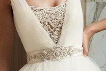 A girl can dream...♥ (Wedding Ideas) / by Lauren Hunter