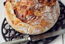 Brot backen / Deutschland ist eine Brotnation. Bei uns gibt es mehr als 700 eigenständige Sorten Brot. Traditionen sollen bekanntlich gewahrt werden - als ran an den Ofen! Brot backen ist viel einfacher als du denkst!
