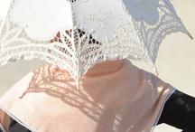 """Traditions & Festivités / Les """"bious"""" occupent toutes les têtes et sont de toutes les fêtes. Ils ont forgé l'identité de ce coin de Provence qu'est la Camargue. Une identité sans cesse enrichie par les nouvelles manifestations qui naissent et animent chaque année la programmation culturelle et festive de la Terre d'Argence"""