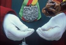 Fête de la St Vincent à Jonquières St Vincent / Le 3ème Week-end de Janvier a lieu une fête traditionnelle sur le thème du vin avec un hommage au Terroir. Un cortège composé de gardians, de calèches, de personnages en habit traditionnels suit un itinéraire dans les vignes. Des confréries participent à cette joyeuse célébration. Des haltes champêtres accompagnées de cérémonies en provençal et de chants donnent lieu à des dégustations de vins et de spécialités du terroir.