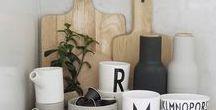 Wir ♡ Skandinavisches Design / Skandinavisches Design ist funktional und simpel, und doch gemütlich. Viel Weiß, neutrale Farben wie Beige und Grau und dazu Pastelltöne entspannen unsere Sinne. Diese Pinnwand ist eine stetig wachsende Wunschliste an nordischen Designschönheiten für Küche und Tisch.