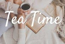 Tea Time / Wie trinkst du deinen Tee am liebsten? Pur oder mit Milch und Honig? Ob in XL-Wollpullover, Kuschelsocken und einem guten Buch in der Hand oder auf die feine Englische Art, bei einem 5 o'clock Tea - hier findest du Inspiration für deine ganz persönliche Tee-Zeremonie!