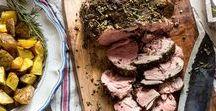 Rezepte mit Fleisch / Von Geflügel über Wild, Rind und Schwein bis Lamm - Hier sammeln wir feine Rezepte für Fleisch-Genuss in allen Variationen: gegrillt, geschmort, gebraten, gekocht, aus dem Ofen, aus dem Wok... und manchmal sogar roh und hauchfein geschnitten. Ein Gericht schmeckt immer nur so gut, wie die Qualität der Zutaten, die verwendet wurden. Wir empfehlen daher für alle Rezepte Fleisch von bester Qualität und aus artgerechter Haltung zu verwenden.