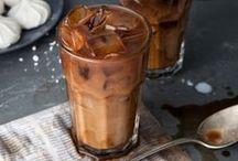 But first, Coffee!   Kaffeespezialitäten / Rezepte für wahre Coffeelover - ob als feine Kaffeespezialität oder als besondere Note im Gebäck. Von einem Rosé-Latte mit Himbeeren bis zum ausgefallenen Maronen-Latte ist für jeden etwas dabei.