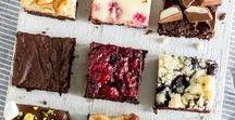 """Brownies für Chocoholics / Brownies sind nicht einfach nur flüssige Schokolade – nein. Brownies sind Schokolade, Karamell, Marshmallows, Brezeln, Blaubeeren, Erdbeeren, Frischkäse, Pistazien, Mandeln, … – womit auch immer du sie eben toppst. Ob du sie lieber """"cakey"""" oder """"fudgy"""" magst hier findest du bestimmt dein Brownie, was dich auf direktem Weg in den Schokoladenhimmel befürdert!"""