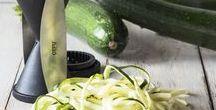 Zucchini Rezepte - Unser Sommer-Lieblingsgemüse! / Die Zucchini - ein echter Allrounder - in Streifen, in Stücken im Ganzen als Spaghetti aka Zoodle! Soviele Optionen so lecker so vielseitig!