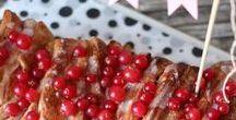 Beerenhunger / Egal ob Himbeeren, Blaubeeren, Erdbeeren, Johannisbeeren oder Brombeeren: die kleinen süßen Früchtchen schmecken hervorragend zu jeder Mahlzeit. Als Topping der Smoothie-Bowl zum Frühstück, als fruchtige Ergänzung im Salat oder als fruchtiges Sorbet zum Nachtisch.