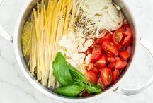 One-Pot-Rezepte / Küchenzauber so schnell wie nie! Egal ob Pasta, Reis oder Quinoa - in einem einzigen Topf werden ratzfatz alle Zutaten gekocht und serviert. So unkompliziert kann Kochen sein. Auch perfekt für alle, die wenig Lust auf Spülen haben.