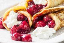Cherry Cherry Lady - Rezepte mit Kirschen / Mit uns ist gut Kirschen essen! Wir lieben alles, was mit der kleinen roten Frucht getoppt, gefüllt und gebacken wurde. Und wie oft hat mal sich als Kind in tollkühne Höhen geschwungen, um ein paar Kirschen vom Baum zu pflücken? Noch verführerischer waren nur Mamas herrlich duftende Kuchen, Marmeladen und süße Nachtische...