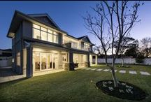 Hamptons - The Long Island / A superb example of Hamptons style tailored for the Western Australian lifestyle and environment, this substantial five-bedroom luxury display home includes a butler's kitchen, formal dining room, a 'great room' and a second bedroom suite that makes it perfect for multi-generational families or those with regular guests. Luxurious and sophisticated, yet welcoming and unpretentious, the Long Island proves why Hamptons-style design wins hearts year after year
