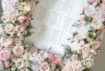 Seating chart wedding inspiration / Elegant wedding seating chart to greet your wedding guests
