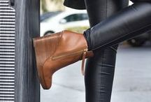 Footwear Fetish / Shoes, footwear and all types of shoe porn for women. Wedges, Booties, Ankle Boots, Thongs, Pumps, Clogs, Flats