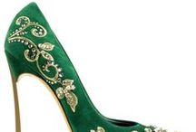Shoesholic / Shoes. Whether it is high-heeled shoes  or flat shoes, pink or gold.