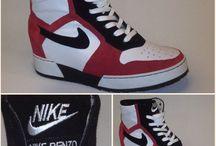 Logo's op schoenen / Je orthopedische schoenen kun je opleuken of persoonlijk maken door een naam of logo erop te borduren. Superleuk en altijd helemaal uniek jóuw schoenen!