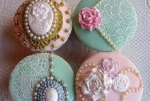 Couture & Floral Cupcakes / Gorgeous Cupcake Inspiration