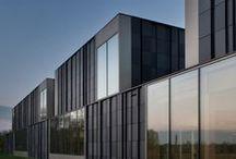 B / Architecture