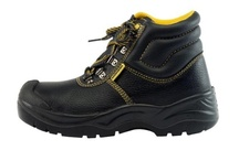 Steel Toes / Our safety shoe footwear has been designed and manufactured to be worn in most industrial areas. Our working and safety clogs are certified by the Danish company: FORCE-Dantes CERT. The working clogs fulfill the demands for DS/EN 347. The safety clogs fulfill the demands for DS/EN 345. Our safety shoes and boots are imported and are certified as EN 345 S3.