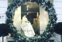 Christmas Window Displays / Windows that tell a story at the Holidays.  Email: sales@displayit-info.com  Website:  http://www.displayit-info.com