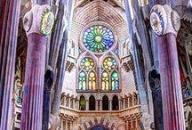 Sagrada Familia Barcelona / Discover all the secrets of the Sagrada Familia in Barcelona, a masterpiece of the genius Gaudi.