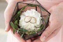 Porta alianzas / Ideas originales parra llevar tus alianzas de boda. Muchos de estos porta alianzas son diy, ¿te animas?
