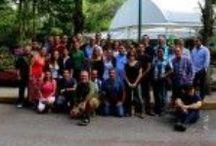 Curso de muros verdes, México (2014) / Nuestro último curso de muros verdes se ha desarrollado el pasado mes de junio en Xalapa (México), una nueva convocatoria que contó con una gran afluencia de alumnos. Como cada año, nuestros discentes participaron activamente de las clases de capacitación de muros verdes y jardines verticales y todos ellos finalizaron con éxito el seminario y recibieron su diploma acreditativo. Más imágenes de nuestros cursos: http://bit.ly/1pho27v