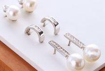 ❋ Pendientes de novia ❋ / ¿Buscando pendientes de novia? En Argyor te proponemos pendientes con perlas, de plata y circonitas y nuestros favoritos, los pendientes de oro y diamantes. Podrás encontrar pendientes de novia de estilo vintage, largos y cortos.